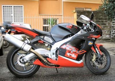 aprilia rsv 1000, potente bicilindrico sportivo