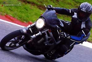 Suzuki a Vallelunga, sopra c'è Raffaele Galano